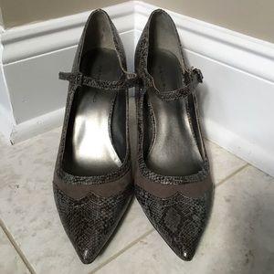 BANDOLINO taupe snakeskin pointed toe heels 9.5M